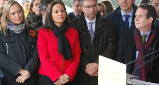 Elena Muñoz y Abel Caballero, durante la colocación de la primera piedra de la ampliación del Puente de Rande/Tresyuno Comunicación