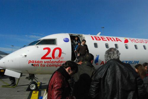 El avión procedente de Vigo, tras aterrizar en Londres/Tresyuno Comunicación