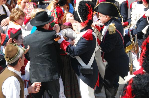 Los vigueses se han encarado con los soldados del emperador/Tresyuno Comunicación