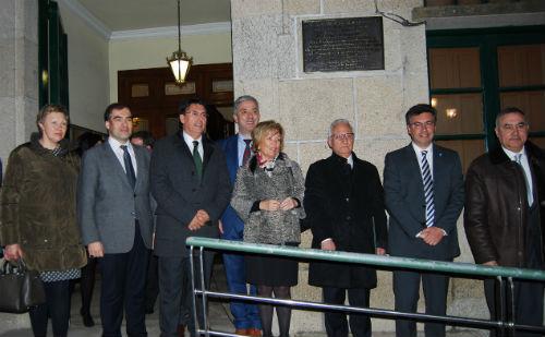A placa, colocada na entrada principal do Concello de Redondela, lembra a sentenza de 1985/Tresyuno Comunicación