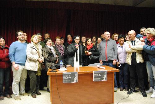 Sor Lucía con algunos de los opositores al barco de Coia/Tresyuno Comunicación