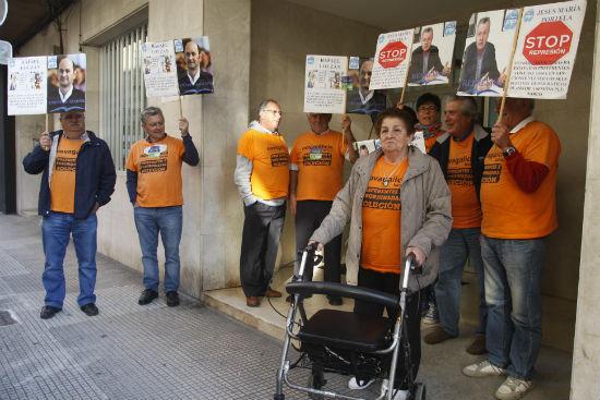 Domitila, Fernando y el resto de los denunciados estuvieron apoyados por Afectados por la compra de Preferentes de distintos lugares de Galicia