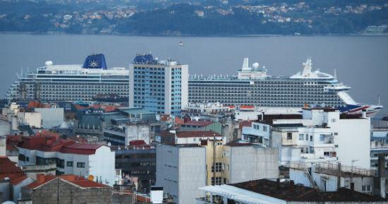 El Brittania, atracado en Vigo este jueves por la mañana/Tresyuno Comunicación