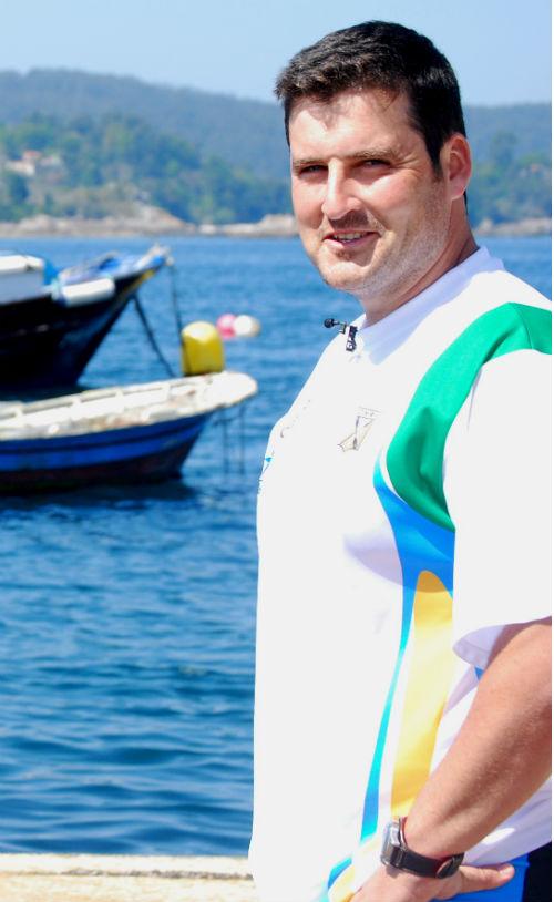 David Cal, el lunes, con la camiseta del Club de Mar Ría de Aldán/Tresyuno Comunicación