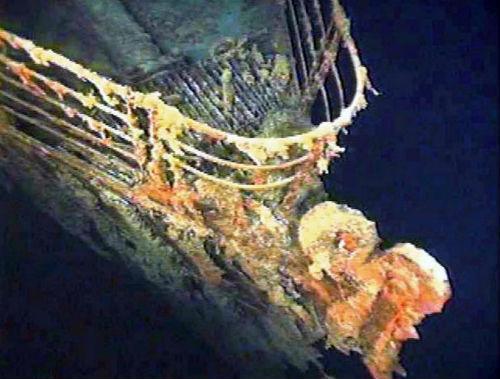 Imagen del Titanic debajo del mar