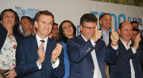 Javier Bas, junto a Núñez Feijóo, Rafael Louzán y los miembros de su candidatura/Tresyuno Comunciación