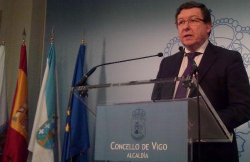 El segundo teniente de alcalde, Carlos López Font, este jueves, durante la rueda de prensa en el Concello/Tresyuno Comunicación