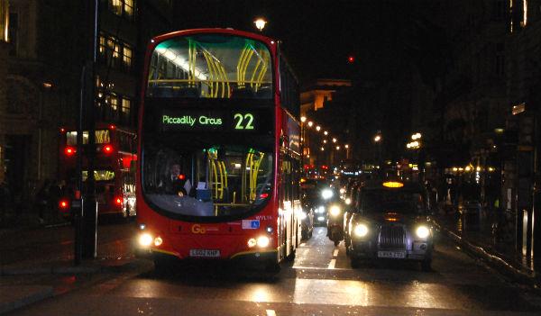 Uno de los casi 10.000 'routemasters' que circulan por Londres/Tresyuno Comunicación