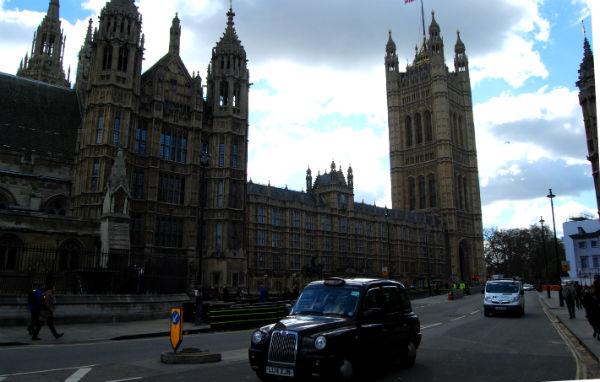 Houses of Parliament/Tresyuno Comunicación