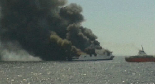 El ferry 'Sorrento', ardiendo