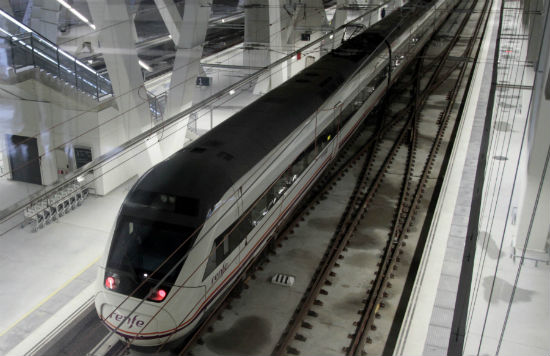 El tren a punto de salir de la Estación de Urzáiz/Foto: Felipe Carnotto