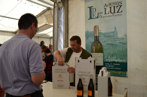 Por la tarde, los asistentes pudieron degustar los productos acompañados de vino de As Neves/Tresyuno Comunicación