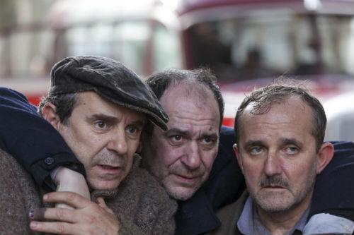 Os protagonistas do filme, Miguel de Lira, Karra Elejañde e o vigués Antonio Durán 'Morris', nun fotograma da cinta