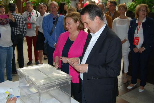 Abel Caballero votando este domingo/Tresyuno Comunicación
