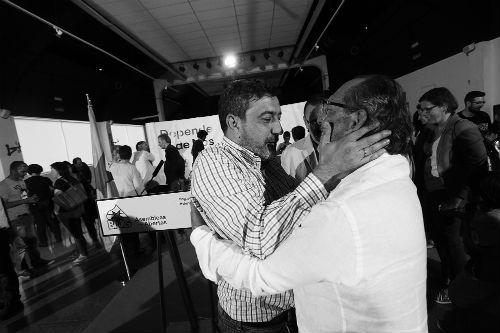 El candidato a la Alcaldía por el Bloque, Serafín Otero, con su antecesor como cabeza de cartel, Santiago Domínguez
