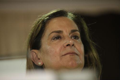 Carmela Silva, muy emocionada, este domingo durante la comparecencia de Abel Caballero tras conocerse que su candidatura había logrado 17 concejales