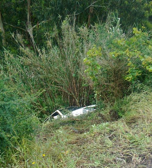 La conductora fue trasladada a un centro sanitario, aunque estaba en buen estado/Foto: BOMBEROS DE PONTEAREAS