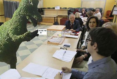 Dinoseto votando/Foto: https://www.facebook.com/DinoSetoVigo
