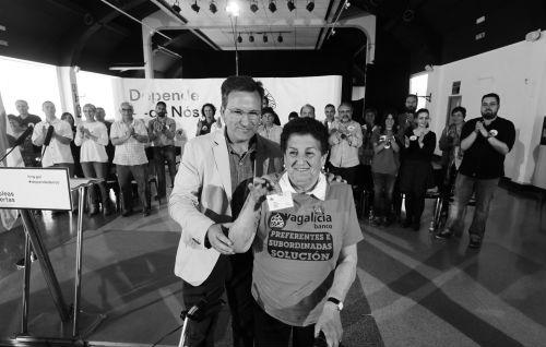 El voceiro nacional del BNG, Xavier Vence, y la luchadora de las Preferentes, Domitila Vicente