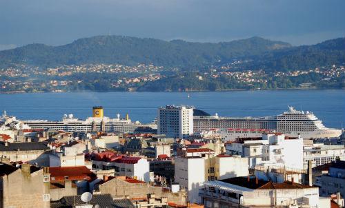Los dos barcos, en Vigo, pasadas las 8 de la mañana/Tresyuno Comunicación
