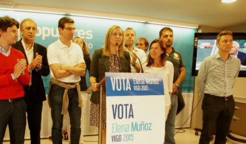 Elena Muñoz, candidata del PP, este domingo en la sede de su partido en Vigo