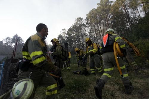 Los miembros de las brigadas trabajaron más de 12 horas para controlar las llamas
