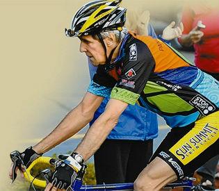 Kerry montando en bicicleta