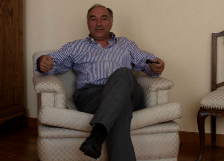 El alcalde en el despacho oficial/Tresyuno Comunicación