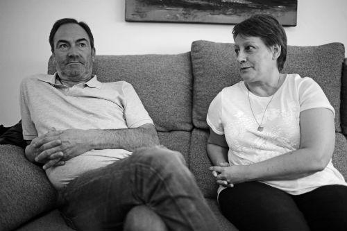Pepe, 57 años, y Susi, 50, él cobra 426 € al mes y ella 200...hasta finales de este mes de mayo/Fotografía: Felipe Carnotto