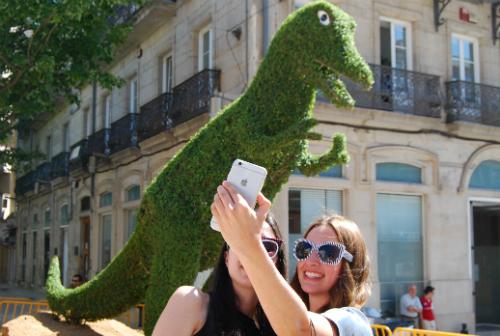 Muchas personas aprovecharon para hacerse 'selfies' con Dinoseto/Tresyuno Comunicación