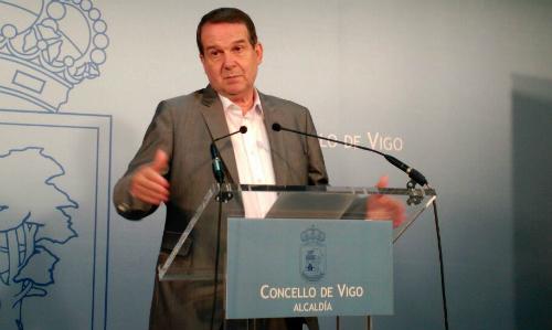El alcalde, este miércoles, durante la rueda de prensa que ha convocado en el Concello/Tresyuno Comunicación