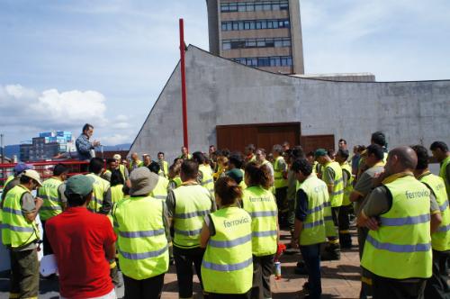 Traballadores de Cespa diante do Concello os días pasados