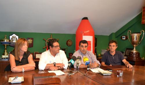La rueda de prensa a la que asistió la presidenta del Náutico de Vigo, de la Federación Gallega de Vela y el regatista oceánico, Javier de la Gándara/Tresyuno Comunicación