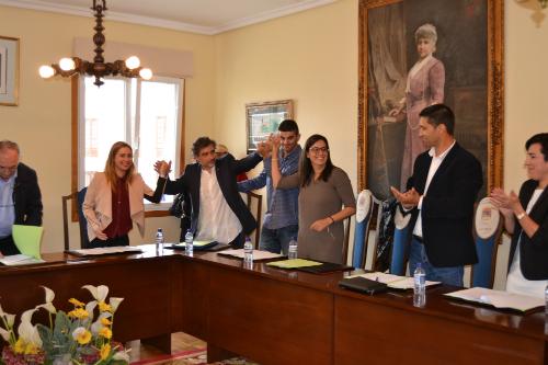 Foto: Tresyuno Comunicación// Momento de ser nombrado alcalde Xosé Rguez Méndez