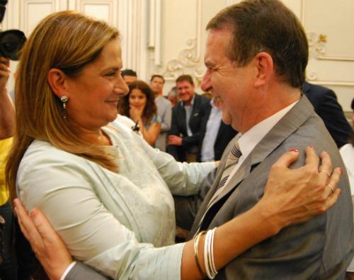 Carmela Silva felicitada por el alcalde Abel Caballero/Tresyuno Comunicación