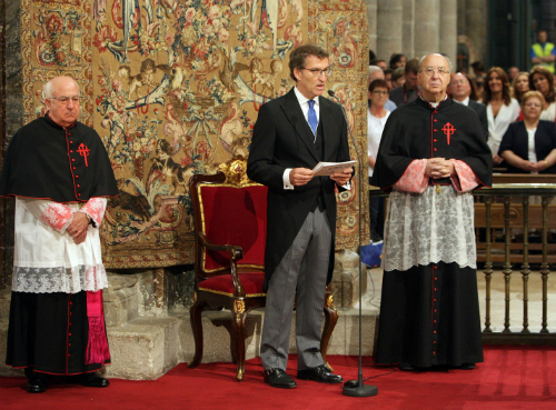 O presidente do goberno galgo, pola mañá estivo na catedral de Santiago e pola tarde nunha misa en San Domingos de Bonaval