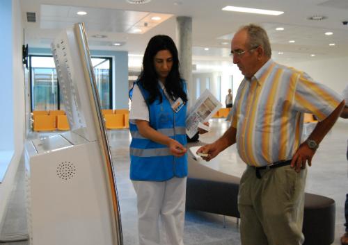 Oreste González, primeiro paciente do novo hospital /Tresyuno Comunicación