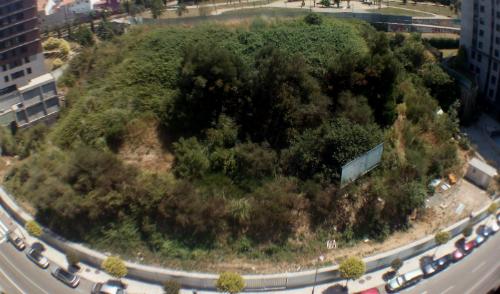 Una valla rodea ya toda la zona en la que irá el centro comercial, que tardará en construirse 1 años y medio/Tresyuno Comunicación