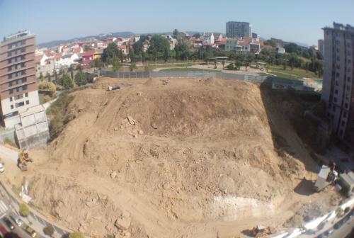 Parcela de Pizarro en la que está edificándose el nuevo centro comercial/Tresyuno Comunicación