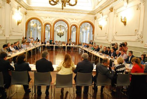 Carmela Silva, este martes con los 52 alcaldes de los concellos de manos de 20.000 habitantes, de Pontevedra/Tresyuno Comunicación