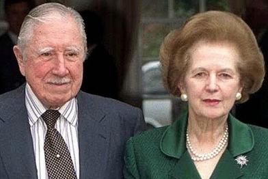 Margaret Thatcher con otro de sus amigos, el asesino Augusto Pinochet