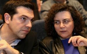 El primer ministro Tsipras con la dimitida Valavani