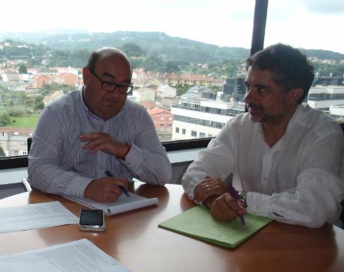 O xefe territorial de Cultura e Educación en Pontevedra, César Pérez Ares, e o alcalde de As Neves, Xosé Rodríguez Méndez