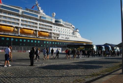 MUchos de sus pasajeros han optado por coger autobuses a Baiona, Pontevedra y Santiago/Tresyuno Comunicación