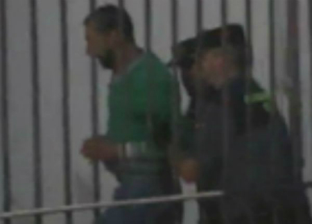 El acusado del crímen de Moraña entrando en el juzgado