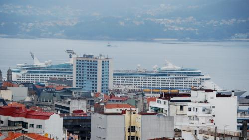 EL 'Explorer of the Seas' atracando en Vigo/Tresyuno Comunicación