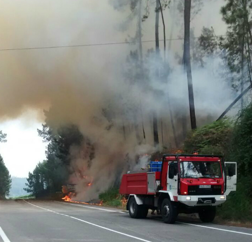 O alcalde asegurou que o servizo de extinción chegou aos poucos minutos de que se declarase o incendio