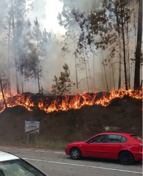 O lume afecta ao barrio do Monte, na parroquia de Tortoreos