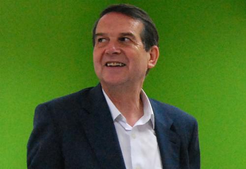 O alcalde, coa vista posta en Madrid/Tresyuno Comunicación