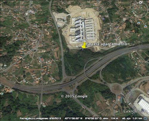 Fotografía de Google, enviada por el PP en la que se señala la parcela donde el Concello podría hacer un aparcameiento
